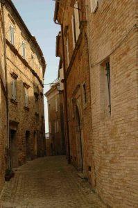Fermo, una via del centro storico