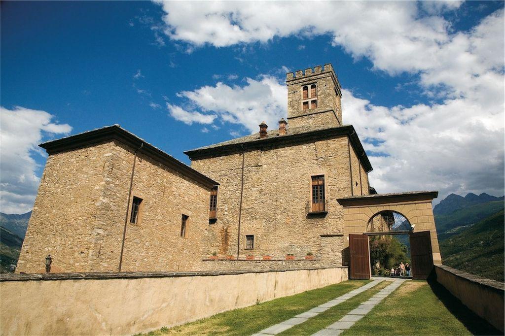 Castello di Sarre, esterno