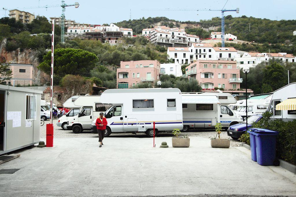 Area sosta pietra ligure pietra ligure sv jpg - Sosta camper bagno di romagna ...