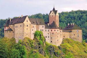 Il Castello di Loket, una nobile prigione