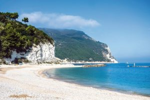 La bellissima spiaggia di Urbani a Sirolo