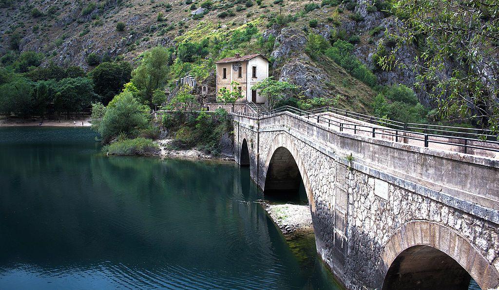 Ponte del Lago di San Domenico gole del Sagittario