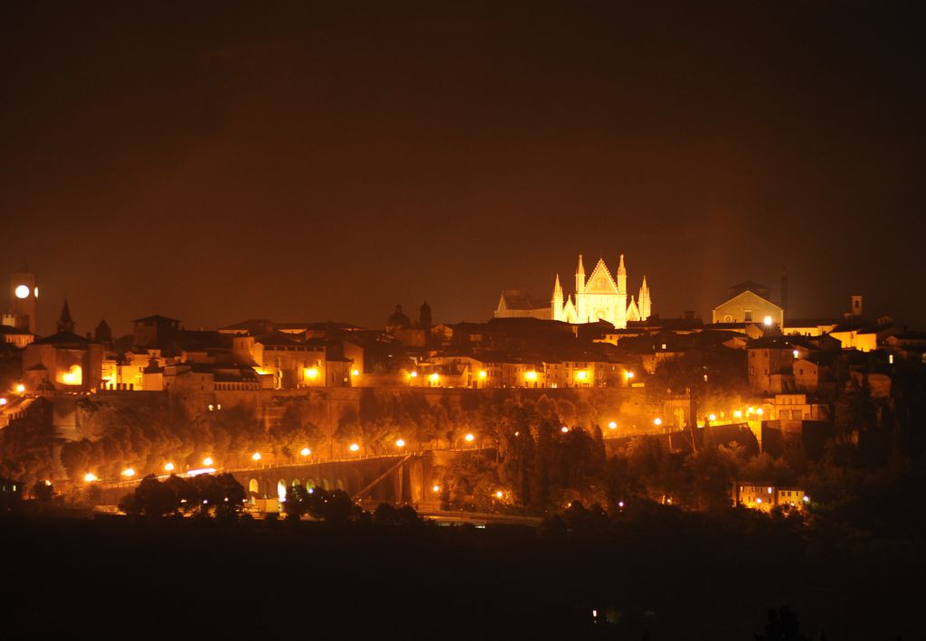Orvieto notturna