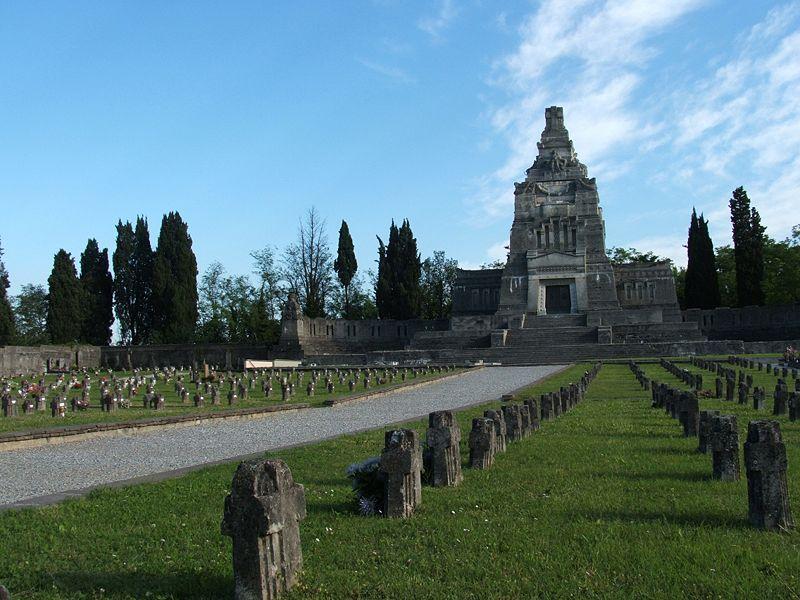 Villaggio Crespi, cimitero e mausoleo