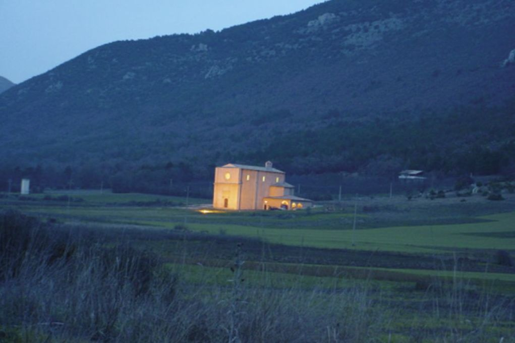 Navelli, Chiesa al tramonto