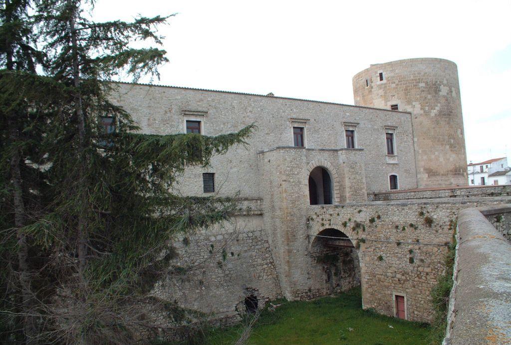 Venosa, il Castello aragonese