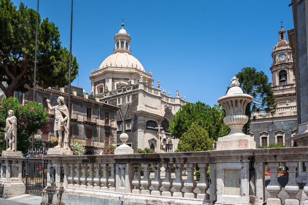 Catania, vista da Piazza del Duomo