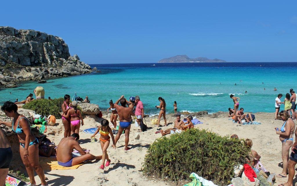 Matrimonio Spiaggia Favignana : Favignana fuori stagione è meglio vita in camper
