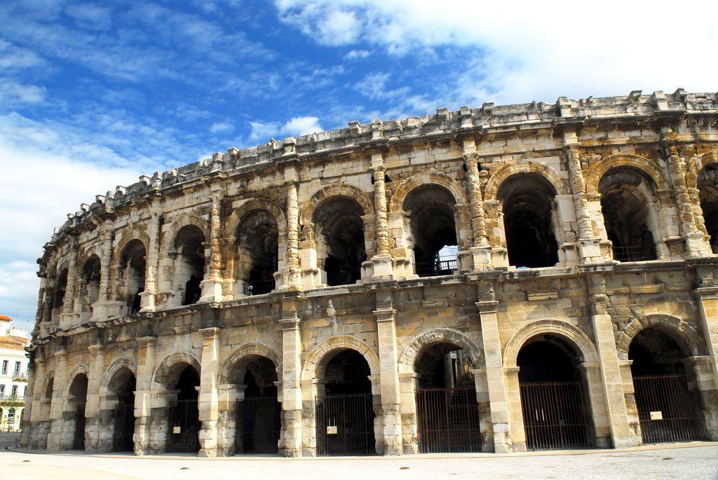 Nimes, Arena