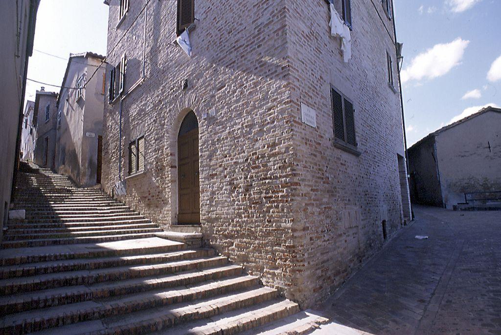 Cartoceto, una via del centro storico