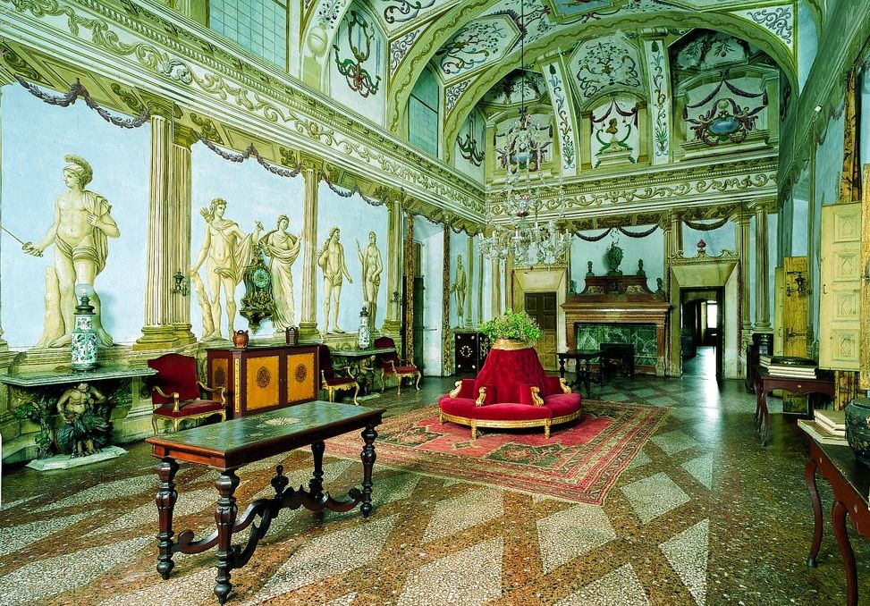 Castello di Masino, sala interna