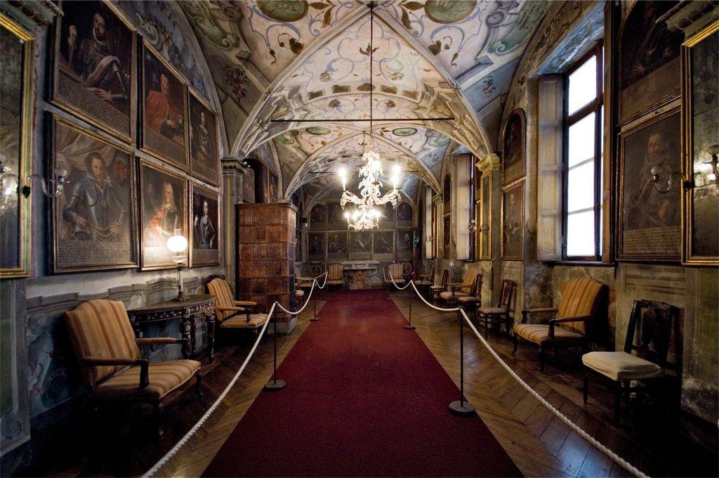 Caravino, Castello di Masino, salone antenati