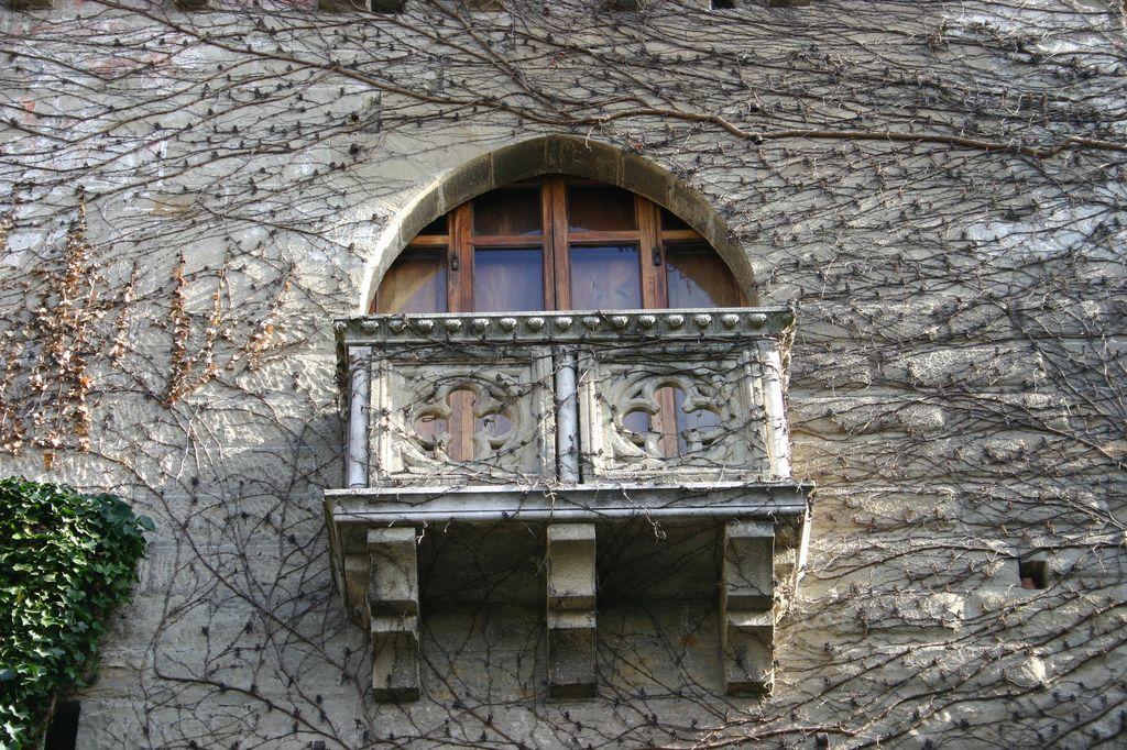 Il Castello di Tagliolo, particolare di un balconcino