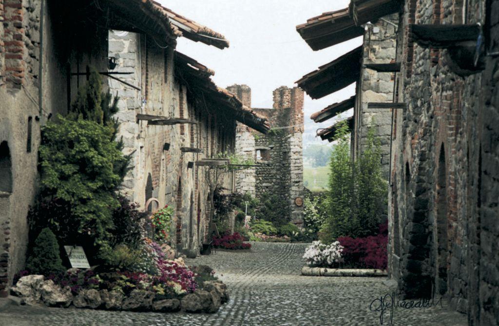 Ricetto di Candelo, case del borgo