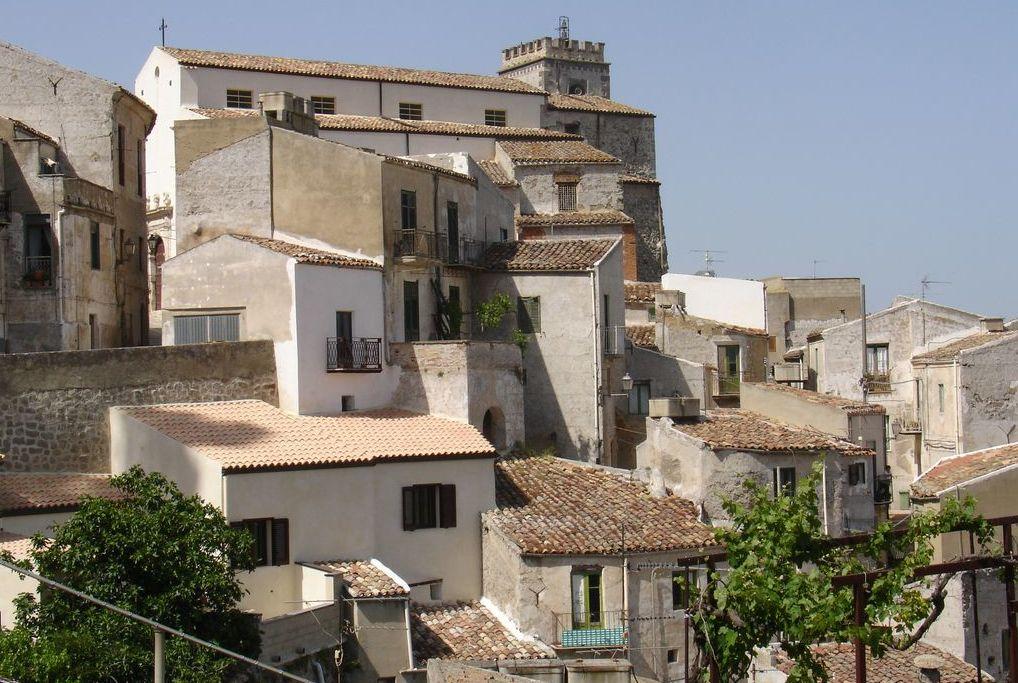 Sutera, particolare Rabato e Chiesa Madre