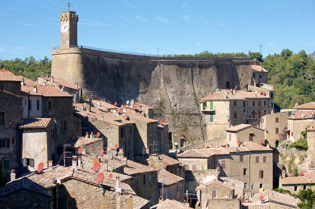 Sorano e le sue case in tufo