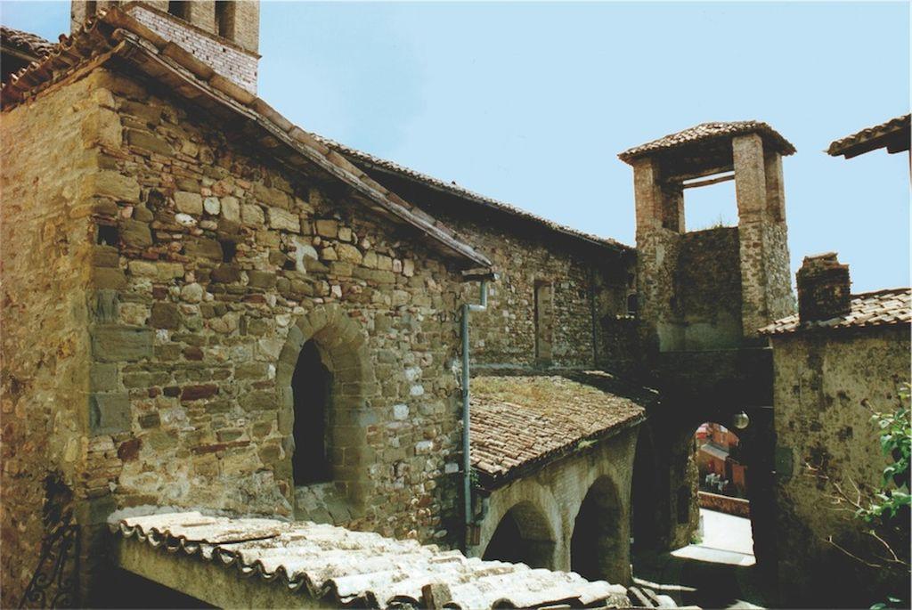 Castel Ritaldi, porticato