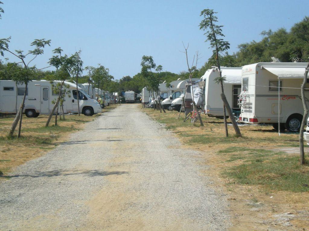 Area sosta camper arcobaleno bibbona livorno vita in camper - Sosta camper bagno di romagna ...