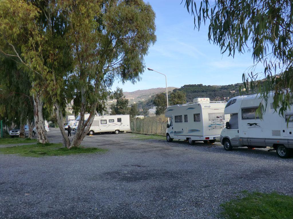 Area sosta camper san bartolomeo al mare imperia vita in camper - Sosta camper bagno di romagna ...