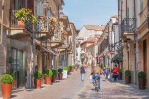 Rivoli, una via del centro storico