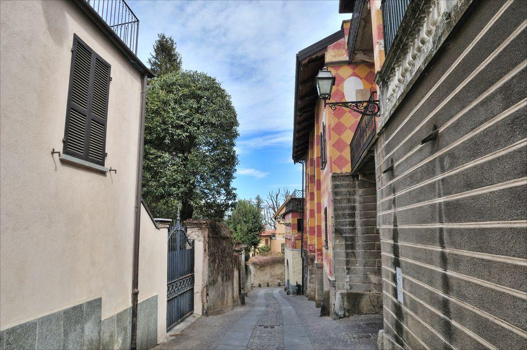 Rivoli, una via del centro