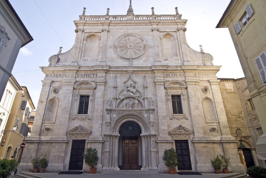 Tolentino, la facciata della basilica di San Nicola