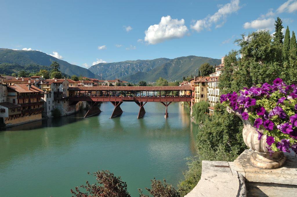 Bassano del Grappa, Il Ponte Vecchio e il Brenta
