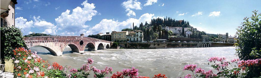 Veneto, Verona, Panoramica su Ponte Pietra