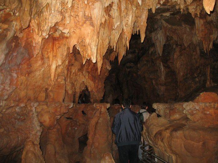 dentro le Grotte di Toirano