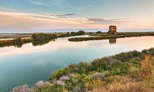 La laguna al tramonto nella riserva naturale di Comacchio