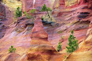 Le scogliere color ocra vicino a Roussillon