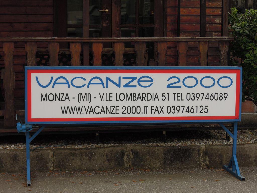Vacanze 2000, concessionario, Monza