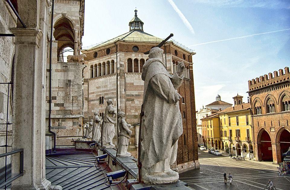 Cremona, Cattedrale particolare