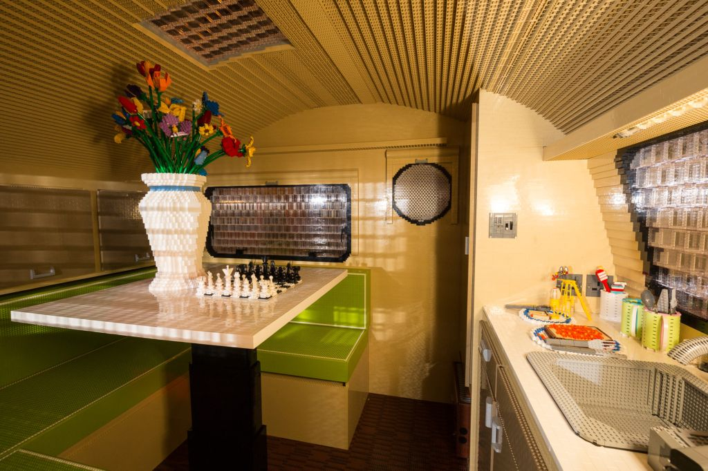 interni caravan record Lego