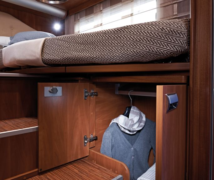 Il letto e il vano armadio