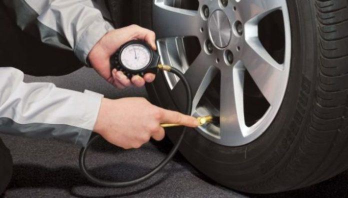 controllo pressione degli pneumatici