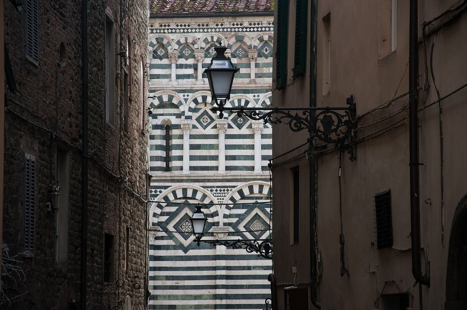S.Giovanni Fuorcivitas particolare della facciata