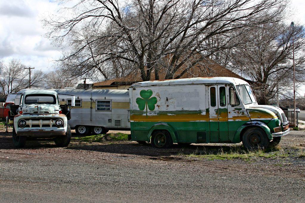 Vecchi camion sulla Route 66