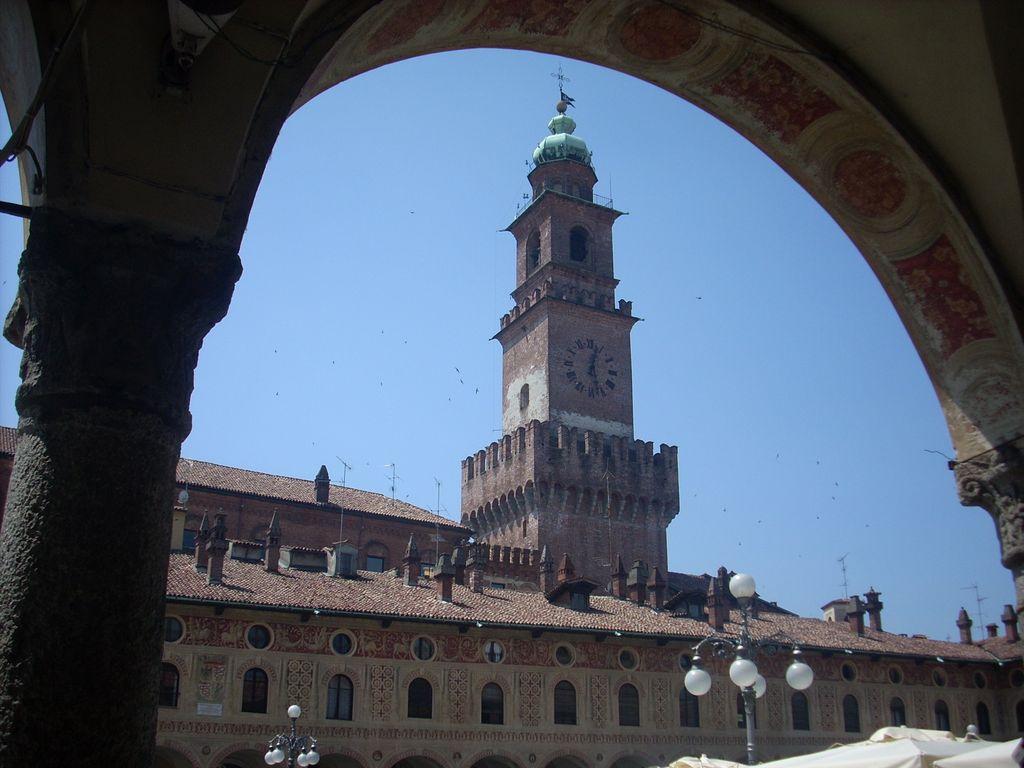 Vigevano piazza ducale e torre