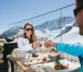 Pranzo sulla terrazza del ristorante Schaufelspitz Stubaier Gletscher Andre Schonherr