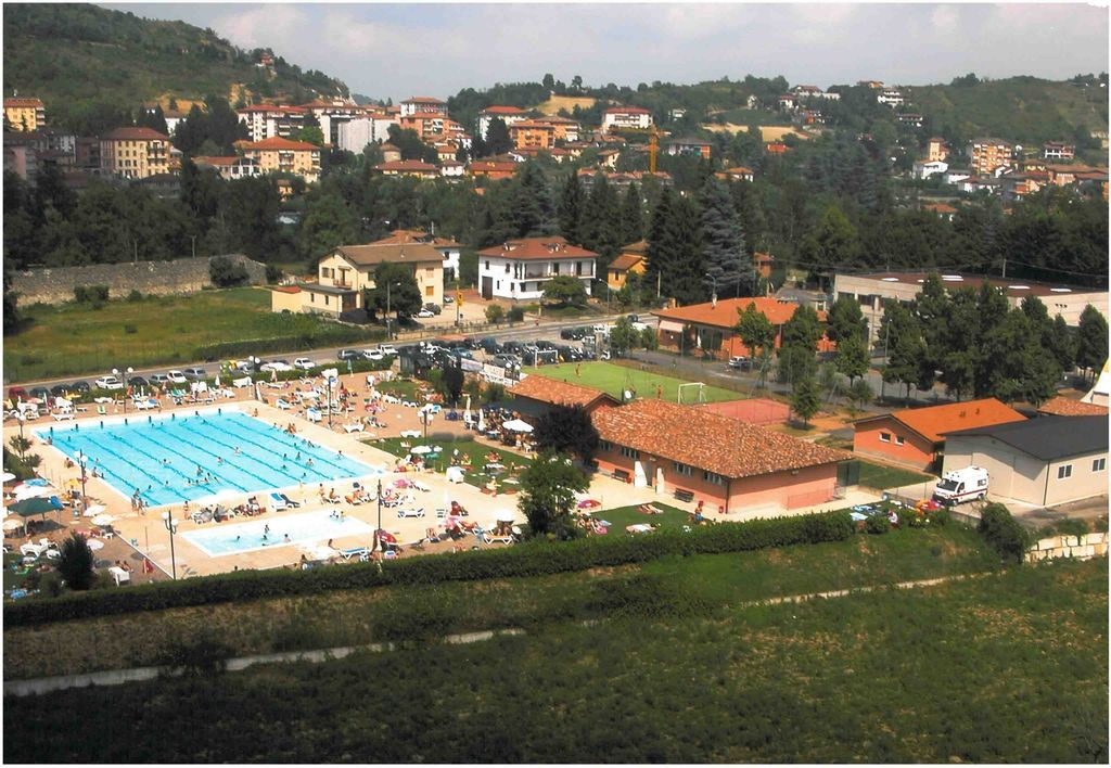 piscine parcheggio camper