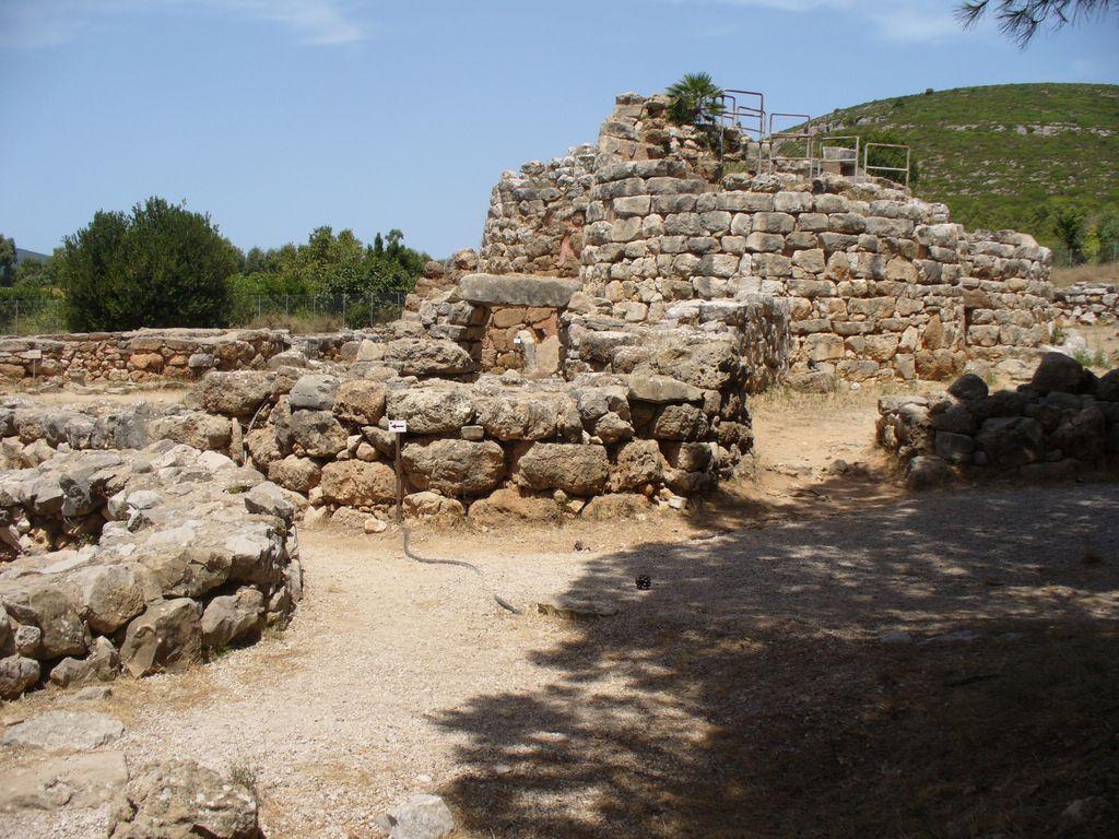 Nuraghe Palmavera - il villaggio