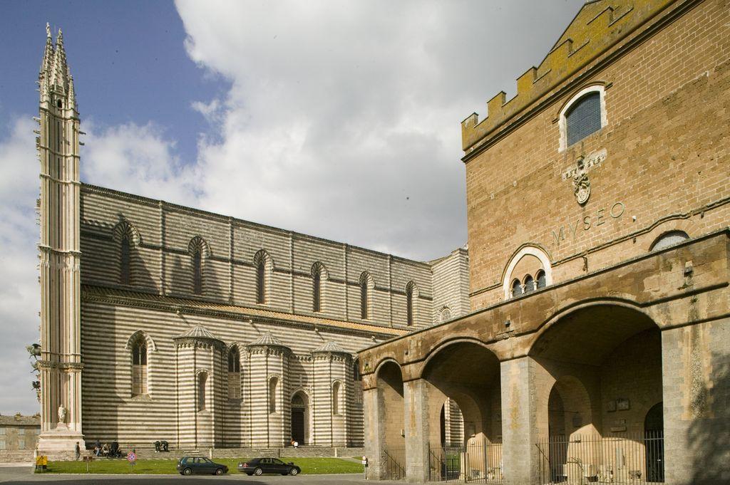 duomo di Orvieto vista laterale