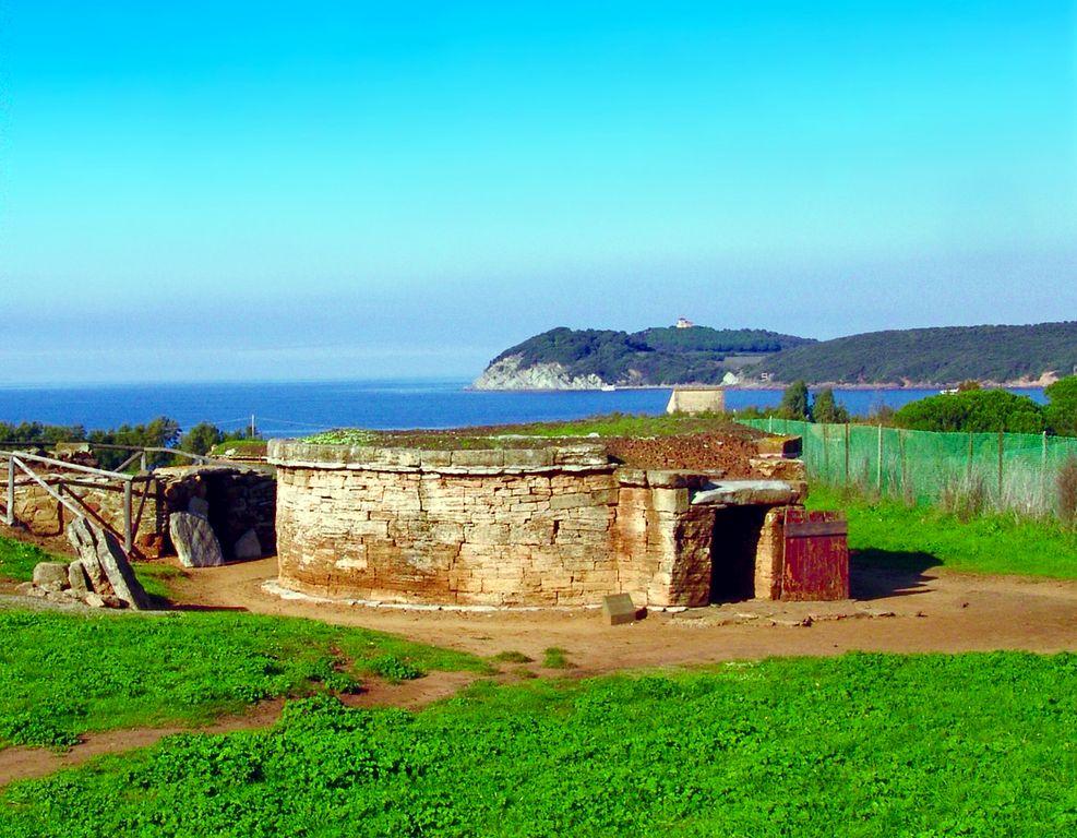 Necropoli di San Cerbone - foto P. Biond