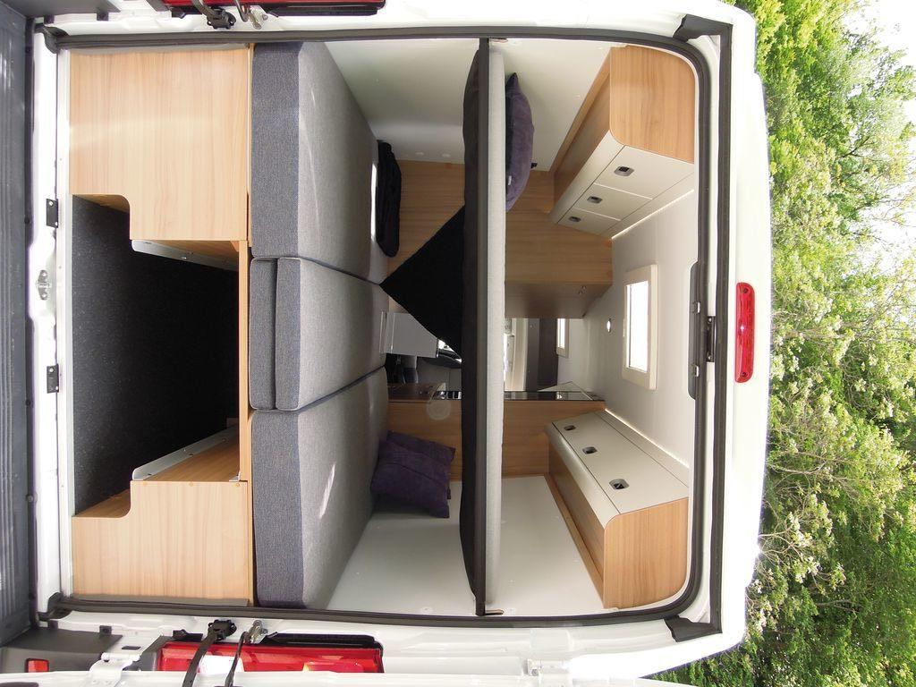 Il vano posteriore del nuovo V 65 SL con doppio letto