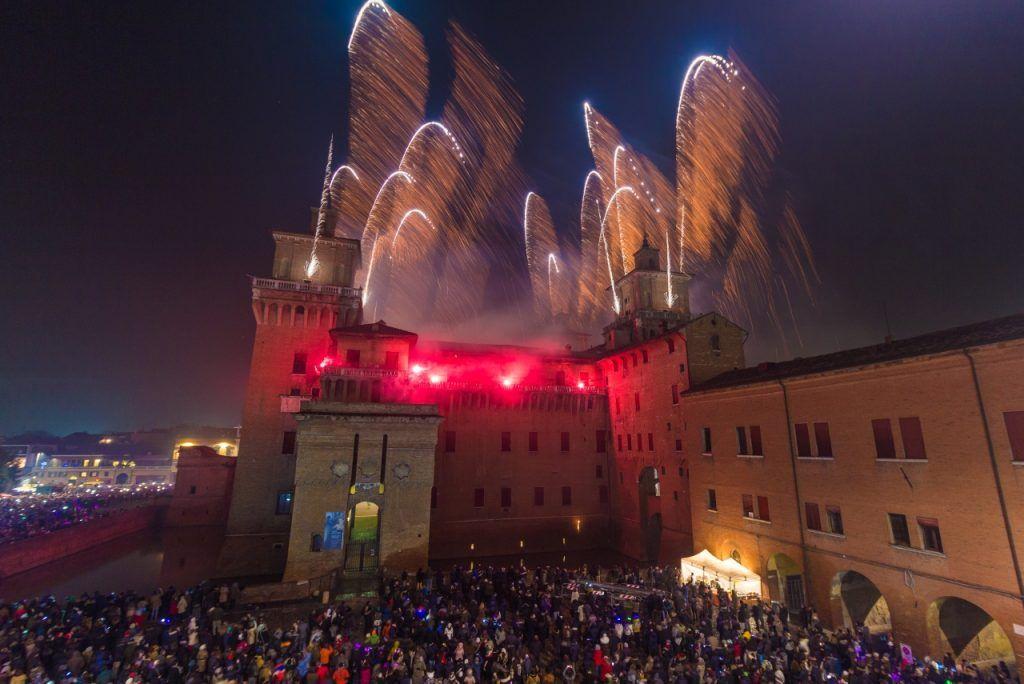 Incendio Castello Estense Ferrara foto capodannoferrara.com