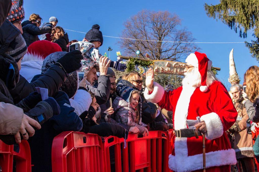 Ornavasso sfilata di Babbo Natale