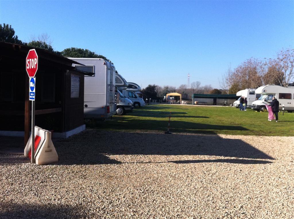 Area sosta Camper Club Mira Lago Roma Lazio