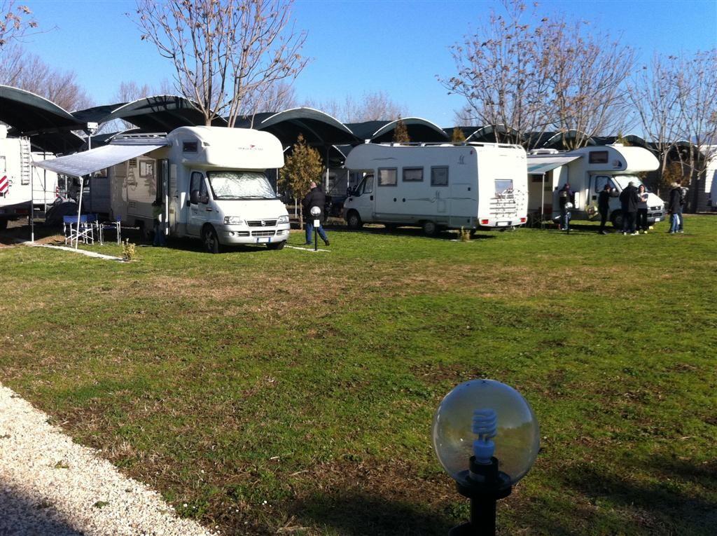 Area sosta Camper Club Mira Lago a Roma