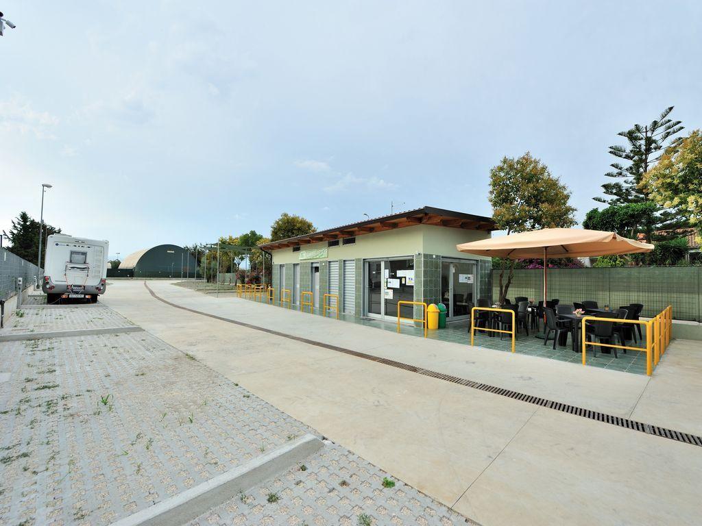 Area sosta attrezzata Camperstop Lagomare - Battipaglia (SA)